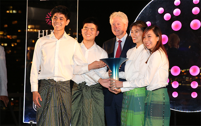 UCL Students who founded Sunrice collect the Hult Prize from former US President Bill Clinton.