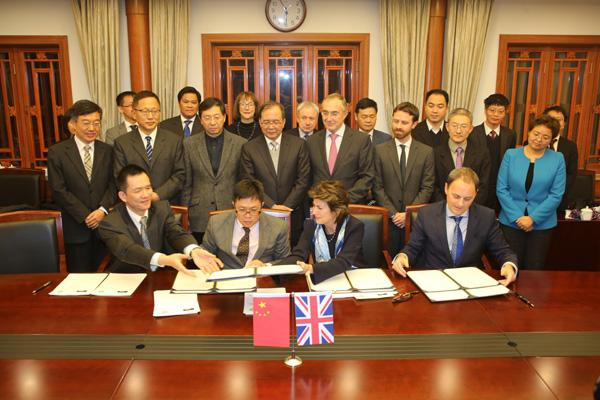 Peking University and UCL signing the agreement on 3 Novemeber 2016